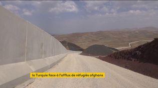 La Turquie construit un mur à sa frontière avec l'Iran (FRANCEINFO)