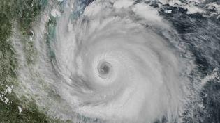 Un ouragan vue depuis le ciel. (JWH)