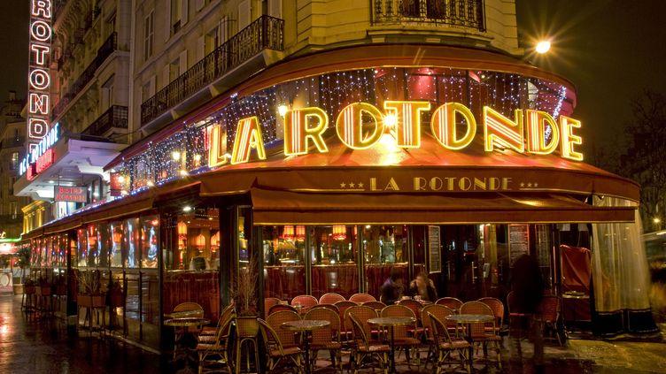 La brasserie la Rotonde, dans le sixième arrondissement de Paris, le 1er janvier 2013. (BEAUVIR-ANA  / ONLY FRANCE / AFP)