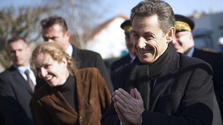 Nicolas Sarkozy lors d'une visite à Longjumeau (Essonne). (LIONEL BONAVENTURE / AFP)