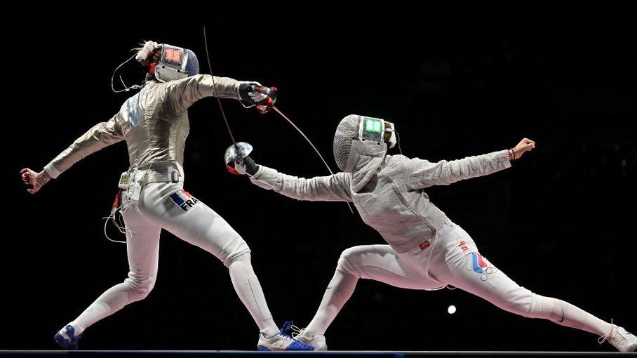 JO de Tokyo : l'équipe de France féminine de sabre perd de justesse contre les Russes et repart avec une médaille d'argent