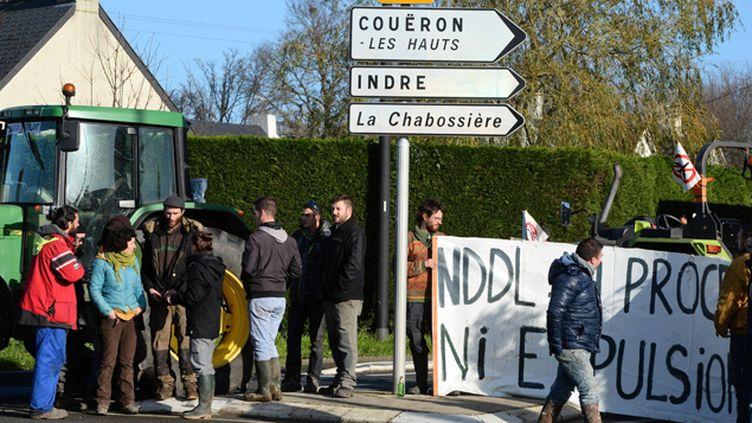 (Depuis mardi, comme ici près de Nantes, des opposants manifestent en soutien aux familles menacées d'expulsion © MaxPPP)
