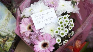 Des fleurs déposées en hommage à Sophie Lionnet, le 8 octobre 2017 à Wimbledon (Royaume-Uni). (NIKLAS HALLE'N / AFP)
