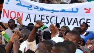 Plusieurs milliers de descendants d'esclaves manifestent contre l'esclavage le 29 avril 2015 dans la capitale mauritanienne. (Photo/AFP)