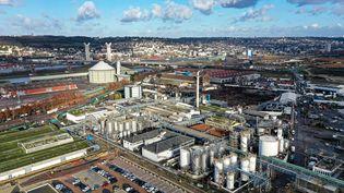 L'usine de Lubrizol dans la zone industrielle de Rouen, le 9 décembre 2019. (LOU BENOIST / AFP)