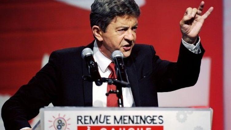 """Jean-Luc Mélenchon prononce un discours lors de la clôture des journées """"Remue méninges"""", à Grenoble. le 28 Août 2011. (AFP - Philippe Desmazes)"""
