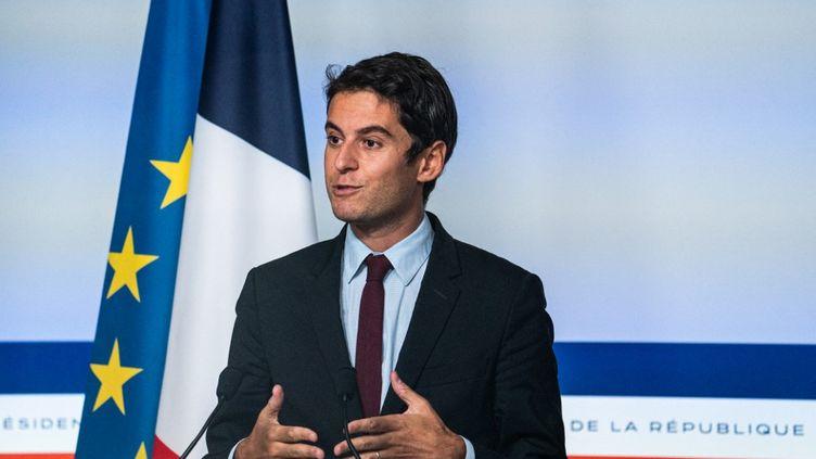 Le porte-parole du gouvernement, Gabriel Attal, le 29 septembre 2021 à Paris. (XOSE BOUZAS / HANS LUCAS / AFP)