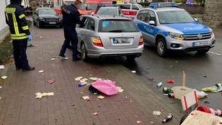En Allemagne, à Volkmarsen, un homme a foncé volontairement sur la foule en plein défilé de carnavals. Il y a une trentaine de blessés dont sept graves, et plusieurs enfants parmi eux. (FRANCE 2)