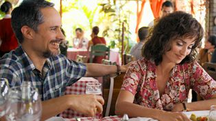 "Gael García Bernal et Penélope Cruz dans ""Cuban Network"" de Olivier Assayas. (Copyright Memento Films Distribution)"