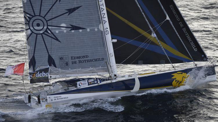 Sébastien Josse à la barre du voilier Edmond de Rotschild (DAMIEN MEYER / AFP)