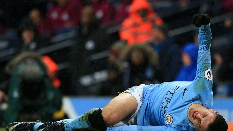 Brahim Diaz (Manchester City) blessé par un joueur de West Bromwich (LINDSEY PARNABY / AFP)