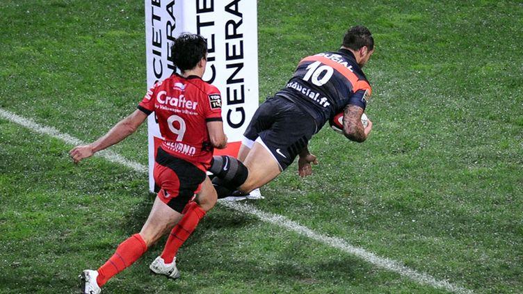 Luke McAlister (Toulouse) marque l'essai malgré le retour de Nicolas Durand (Toulon)