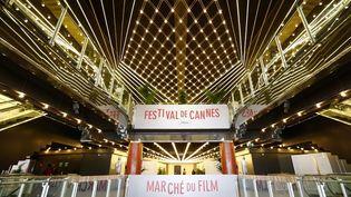 Le marché du film de Cannes, à l'intérieur du Palais des festivals (14/5/2013)  (Valéry Hache / AFP)