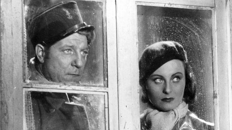"""Jean Gabin aux côtés de Michèle Morgan dans """"Le Quai des Brumes"""" (1938) de Marcel Carné  (GINIES/SIPA/1208020852)"""