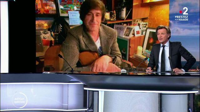 Confinement : Thomas Dutronc donne des cours de guitare sur les réseaux sociaux