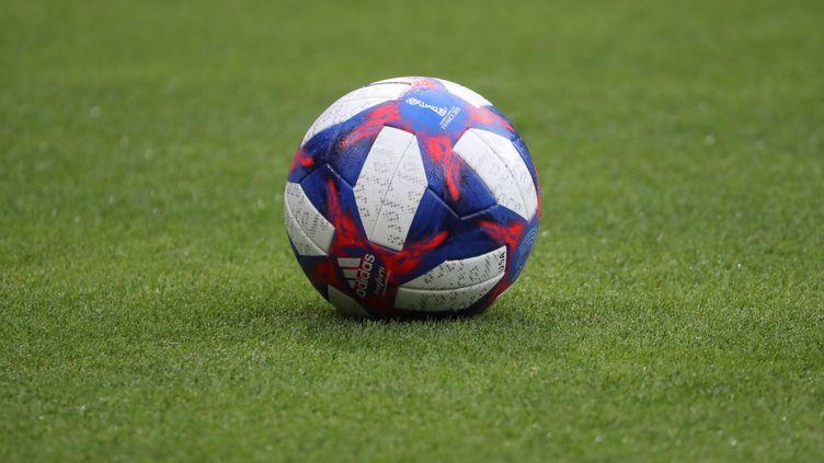 Le ballon de la finale du Mondial de football féminin. (?THIERRY LARRET / MAXPPP)