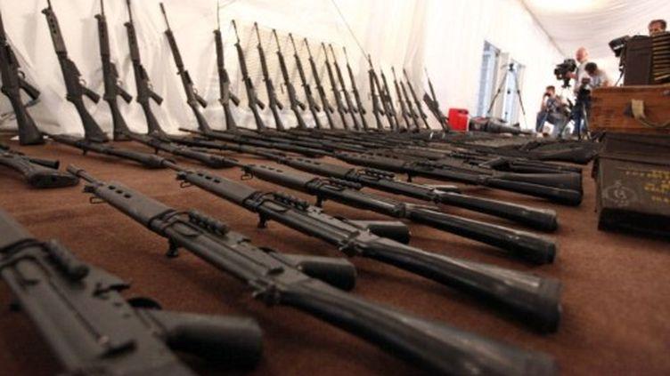Armes du Qatar pour les rebelles, interceptées par la marine libyenne, à Janzur, à 30 km de Tripoli, le 4 juin 2011 (AFP/MAHMUD TURKIA)
