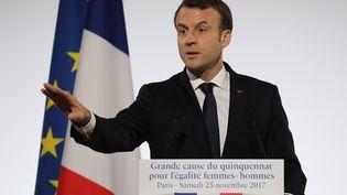 Emmanuel Macron lors d'un discours sur l'égalité hommes-femmes à l'Elysée, le 25 novembre 2017. (LUDOVIC MARIN / AFP)
