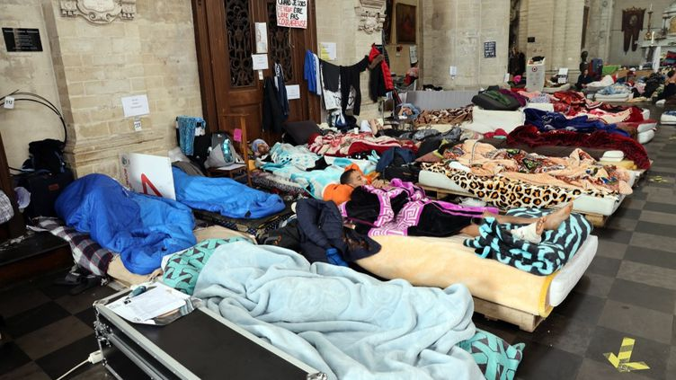 Des migrants en grève de la faim à Bruxelles, le 19 juillet 2021. (FRANCOIS WALSCHAERTS / AFP)
