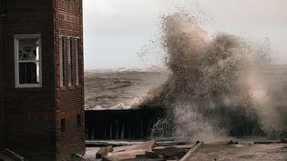 Atlantic City, ville désormais désertée, se situe seulement quelques dizaines de centimètres au-dessus du niveau de la mer. Et avant même que Sandy ne touche terre, des carrefours étaient déjà plongés sous les eaux. (MARIO TAMA / GETTY IMAGES NORTH AMERICA / AFP)
