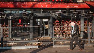 """Les terrasses susceptibles de rouvrir en premier, car c'est un endroit""""où l'on ne prend pas de risque"""", explique Emmanuel Macron. (LEO PIERRE / HANS LUCAS)"""