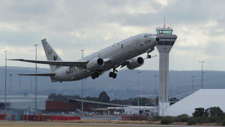 Un avion décolle de l'aéroport de Perth (Australie), le 16 avril 2014. (GREG WOOD / POOL)