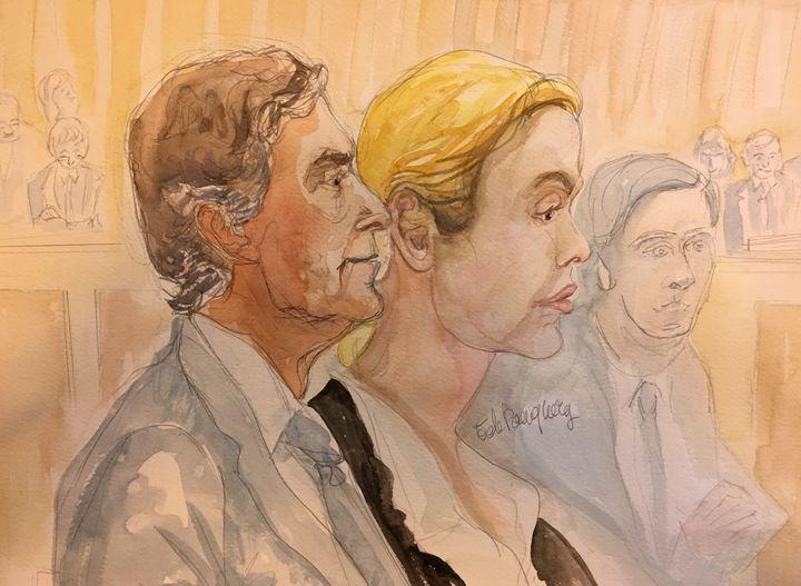 Jérôme Cahuzac et son ex-épouse, Patricia, le 8 février 2016 au palais de justice de Paris. (ELISABETH DE POURQUERY / FRANCETV INFO)