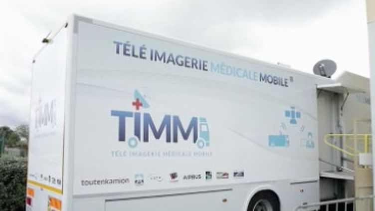 La vaccination des publics prioritaires se poursuit, jeudi 13 mai. Des camions de vaccination se déplacent dans les villages isolés. (FRANCE 2)