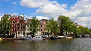 Un canal à Amsterdam. (MCPHOTO / BLICKWINKEL)