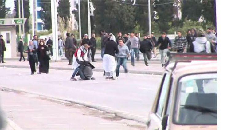 Affrontements à La Manouba, le 7 mars 2012, entre des étudiants salafistes et d'autres étudiants de l'université de Tunis. (FTV)