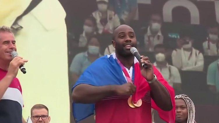 Tokyo 2021 : les médaillés olympiques accueillis en héros à Paris (France 3)