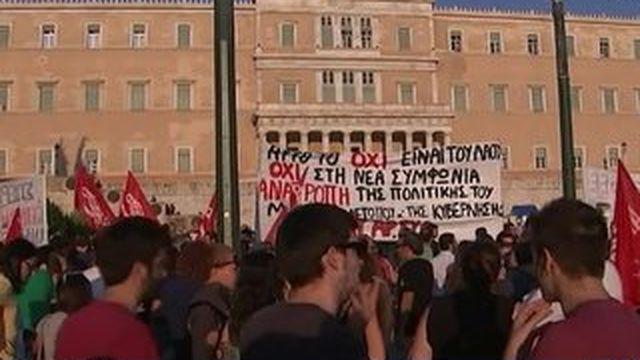 Un jour après l'accord pour un nouveau plan d'aide, les Grecs
