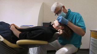 Gilles Ponthieux, dentiste et malade de Parkinson. (FRANCE 2)