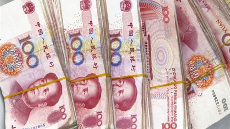 """Billets de 100 yuans à l'effigie de Mao... En réévaluant, la Chine va-t-elle faire du dollar un """"tigre en papier"""" ? (AFP)"""