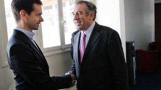 Le cofondateur de Twitter, Jack Dorsey, a rencontré le 14 mars 2012 à Paris trois candidats à l'élection présidentielle. Ici avec François Bayrou (MoDem). (THOMAS SAMSON / AFP)
