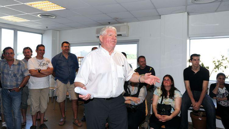 Laurent Spanghero est venu rencontrer le personnel de la société agroalimentaire Spanghero à Castelnaudary (Aude), le5 juillet 2013. (ERIC CABANIS / AFP)