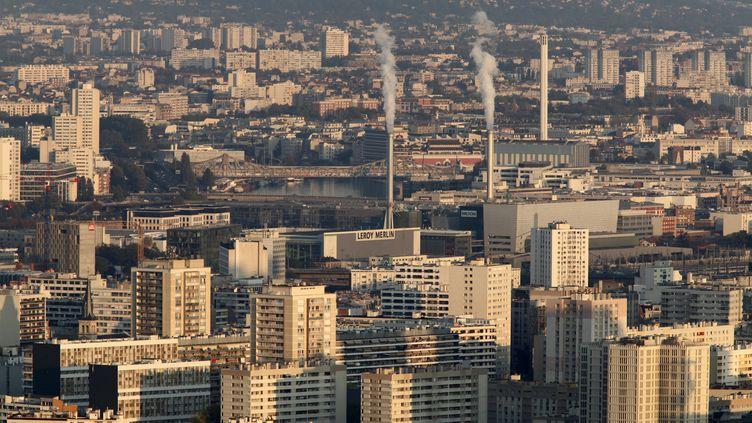 Vue du 13e arrondissement de Paris et de ses environs, depuis le toit de la tour Montparnasse. (PHILIPPE LISSAC / GODONG / PHOTONONSTOP / AFP)