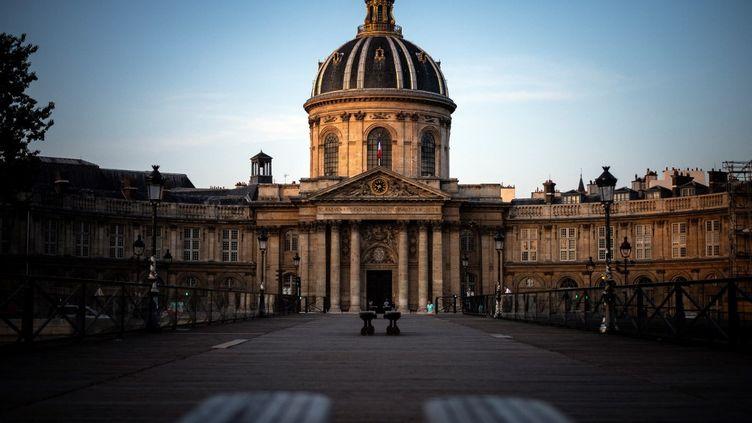 L'Institut de France qui abrite l'Académie française, à Paris (2019). (LIONEL BONAVENTURE / AFP)