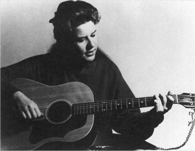 Rejetée et moquée par ses camarades de classe,Janis Joplin s'est réfugiée très jeune dans la musique en écoutant du Blues  (Happiness Distribution)