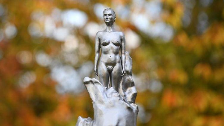 La sculpture représentant MaryWollstonecraft, à Londres, le 10 novembre 2020.    (JUSTIN TALLIS / AFP)