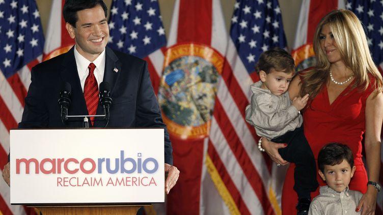 Le républicain MarcoRubio avec sa famille lors de sa victoire à l'élection sénatoriale de Floride, à coral Gables (Etats-Unis), le 2 novembre 2010. (HANS DERYK / REUTERS)