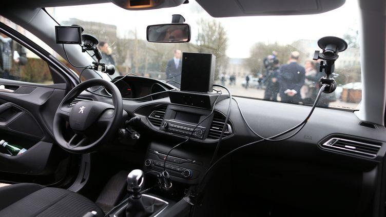 Unradars embarqués conduits par des chauffeurs privés, à Evreux (Eure), lors de sa présentation, le 24 février 2017. (CHARLY TRIBALLEAU / AFP)
