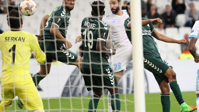 Adil Rami marque de la tête contre Konyaspor (MUSTAFA YALCIN / ANADOLU AGENCY)
