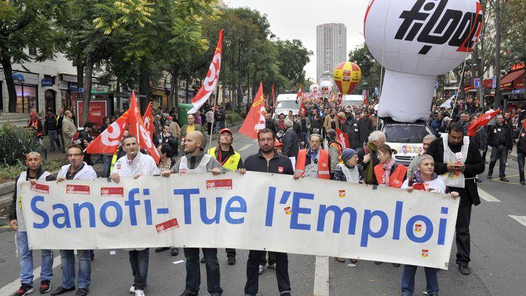 Des salariés de Sanofi manifestent le 9 octobre 2012, à Paris. (MEHDI FEDOUACH / AFP)