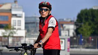Paul Alexander part de Berlin (Allemagne)à vélo, le 17 juin 2018. (TOBIAS SCHWARZ / AFP)