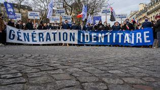 Des militants du groupe Génération identitaire à Paris, le 20 février 2021. (JULIEN MATTIA / ANADOLU AGENCY / AFP)
