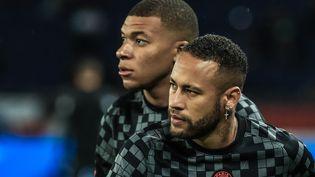 Kylian Mbappé et Neymar ne se sont pas délivré une seule passe décisive depuis le début de la saison. (CHRISTOPHE PETIT TESSON / EPA)