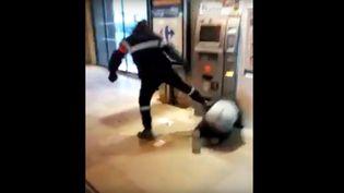La vidéo de 18 secondes filmée dans la gare d'Amiens (Somme) le 2mai 2016. (DR)
