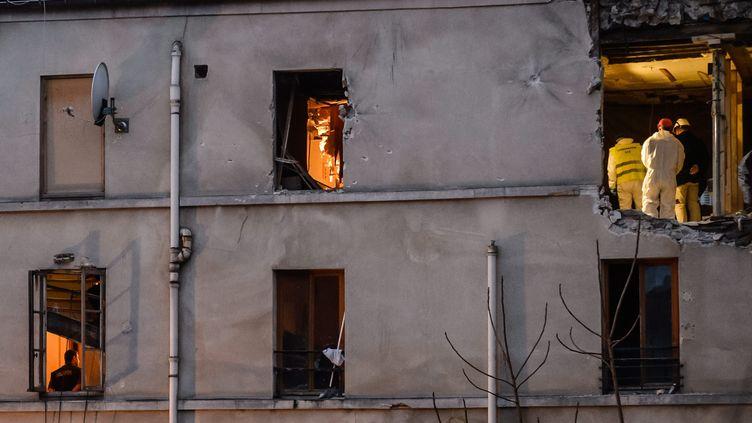 """Le48, rue de la République à Saint-Denis, aussi appelé """"Le Corbillon"""", l'immeuble où se trouvait le """"squat"""" de Jawad Bendaoud. (CHRISTOPHE PETIT TESSON / EPA / MAXPPP)"""