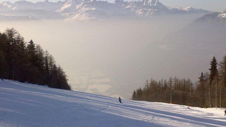 Chamonix (Haute-Savoie) lors d'un épisode de pollution aux particules fines, le 2 mars 2013. (ENVIRONN' MONT BLANC)